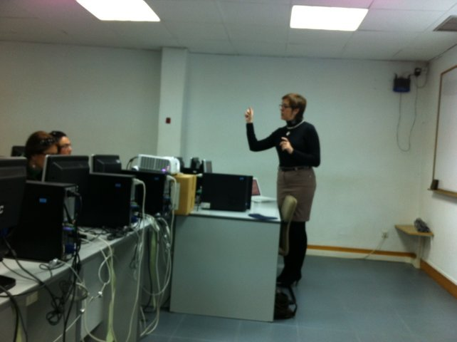 Isabel Franco impartiendo el curso de introducción al community management